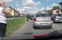 Korek gigant na Hel. Ludzie wychodzą z aut