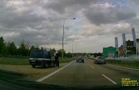 Dużo policji i autokar na zjeździe z obwodnicy w Gdyni