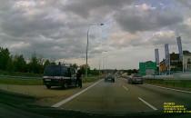 Policja eskortuje autokar na obwodnicy w...