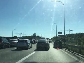 Samochód blokuje prawy pas wz