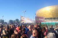 Tłumy fanów Guns N'Roses pod Stadionem Energa