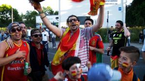 Zagraniczni kibice przed meczem Hiszpania - Portugalia