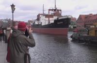 Sołdek odpływa z Motławy w październiku 2010 r.