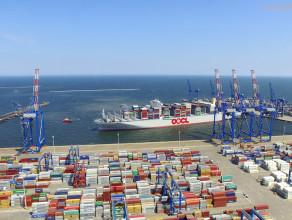 Największy kontenerowiec świata zawinął do Gdańska