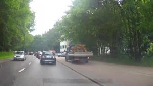 Samochodem po ścieżce rowerowej