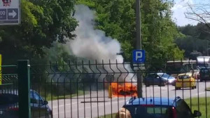 Pożar samochodu na Czarnym Dworze