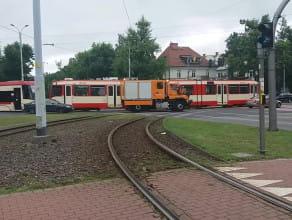 Spychanie zepsutego tramwaju we Wrzeszczu