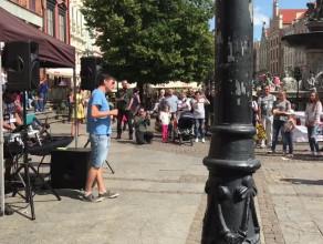 Holi Color Flash mob - rozgrzewka przed wyrzutem kolorów