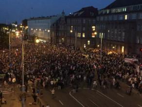 Tłumy pod sądem w Gdańsku widziane z góry