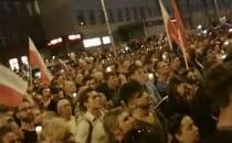 Demonstranci rozchodzą się po protestach