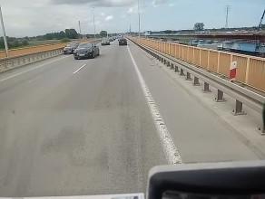 Zepsuty samochód na moście w Kiezmarku