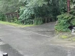 Woda wystąpiła z potoku przy Wielkopolskiej na Łostowicach