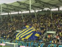 """Na stadionie w Gdyni: """"Pomaluj mój świat na żółto i na niebiesko"""""""