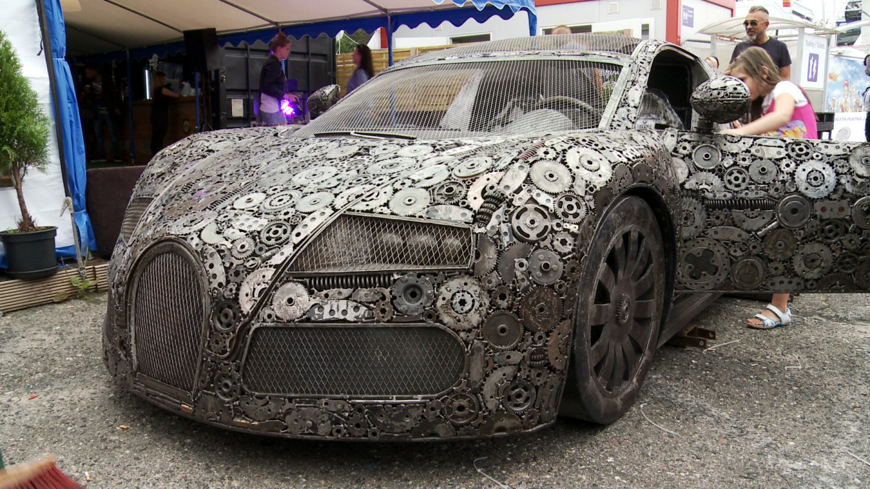 Fantastyczny Bugatti ze złomu przyjechało do Gdyni ZY43