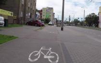 Samochodem po drodze rowerowej