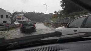 Woda ze studzienki zalewa ul. Kartuską