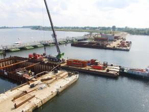 Budowa potężnych podpór mostu zwodzonego w Sobieszewie