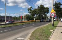 Oznakowanie na al. Zwycięstwa w Gdyni ograniczające prędkość do 30 km/h