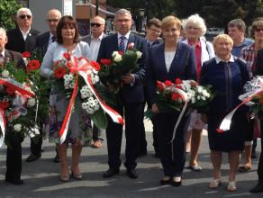 Złożyli kwiaty pod pomnikiem Anny Walentynowicz