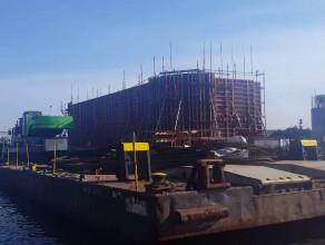 Budowa mostu w Sobieszewie widziana z wody
