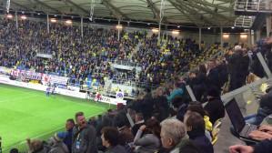Radość kibiców Arki po golu na 1:0 w meczu z Cracovią
