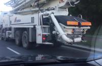 Brudne opony w ciężarówce jadącej po Gdańsku