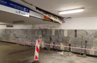Zarwany fragment sufitu w tunelu PKP