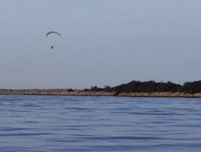Paralotniarz nad Wyspą Sobieszewską
