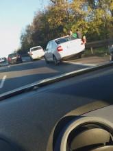 Skutki wypadku na wiadukcie w Szadółkach