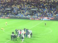 Piłkarze Lechii świętują w Gdyni zwycięstwo