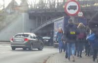 Nauka jazdy zablokowała wiadukt pod Hallera