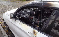 Skutki pożaru samochodu na ul. Czarnej w...