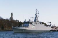 ORP Kormoran wypływa do Gdyni