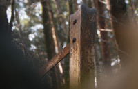 Pozostałości latarni lotniczej w Złotej Karczmie