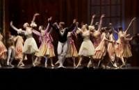 """Royal Moscow Ballet zatańczył """"Jezioro łabędzie"""" w Gdynia Arenie"""