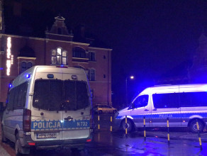 Pieć radiowozów policji pod Dworcem Głównym