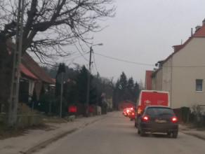 Sznur samochodów na ul. Nowiny w Gdańsku