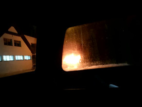 Na Wiczlinie przy delikatesach Kama płonie samochód