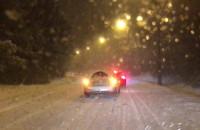 Sypnął śnieg i samochody nie podjeżdżają pod górkę