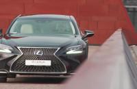 Lexus LS: ekstrawagancja i japońska gościnność