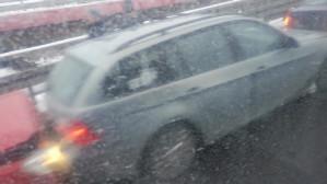 Zderzenie 3 aut na wjeździe na estakadę