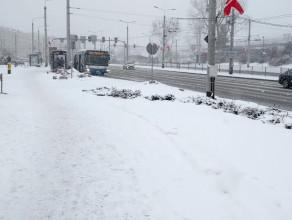 Zima w Gdyni nie odpuszcza, ale samochodów jakby mniej