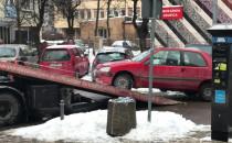 Straż Miejska holuje pojazd w centrum Gdyni