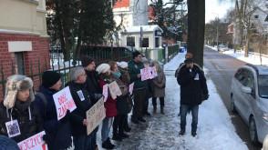 Protest pod konsulatem rosyjskim przeciwko bombardowaniu Syrii