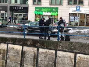 Policja spisuje wędkarzy nad Motławą