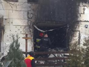 Zgliszcza domu po pożarze na Kokoszkach