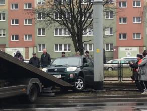 Samochód na torach na Siedlcach