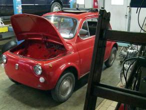Z klasyka na elektryka. Przerabiają Fiata 500 z 1971 roku