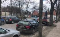 Podwale Grodzkie zawalone samochodami...