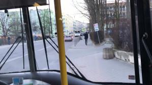 Warszawska zablokowana. Trolejbus bez przejazdu przez źle zaparkowane auto